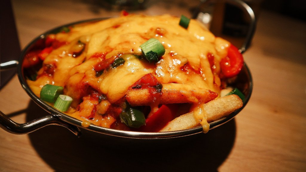 Flippin' Cheese pizza fries