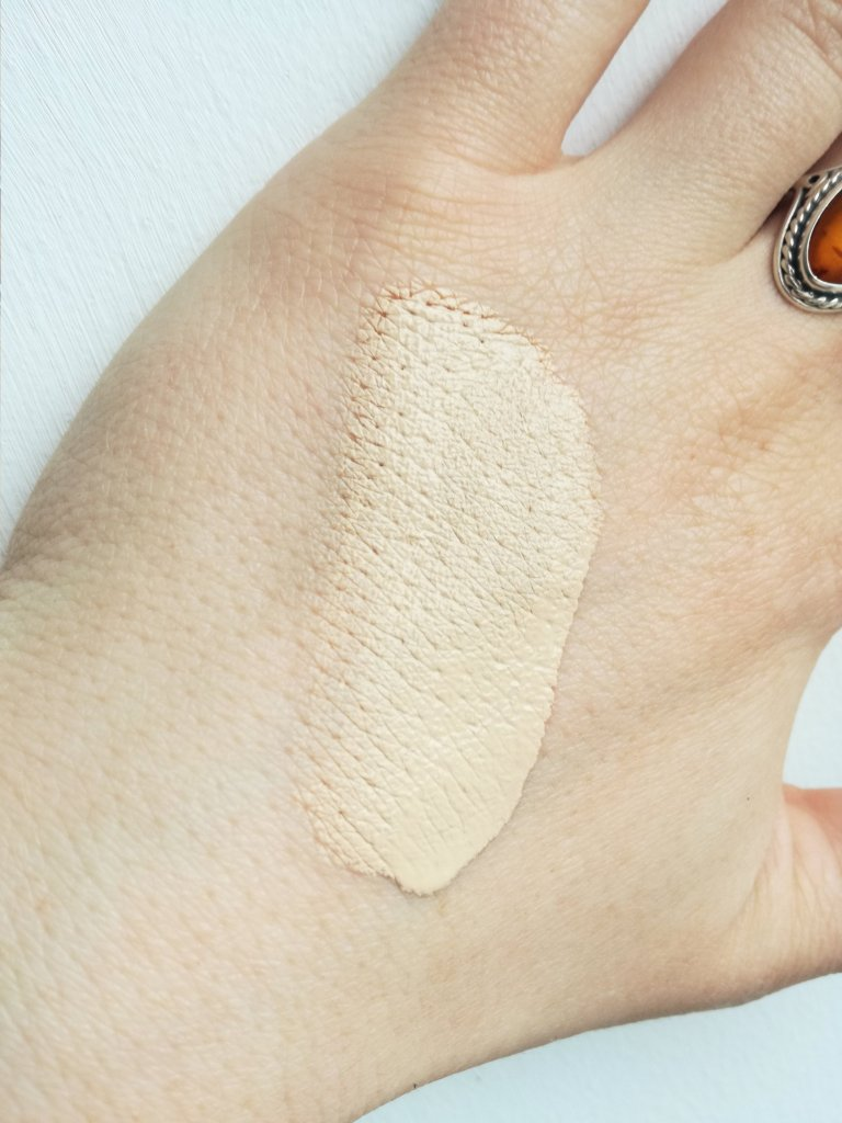 Swatch of Becca Cosmetics Ultimate Coverage 24 hour foundation in shade shell
